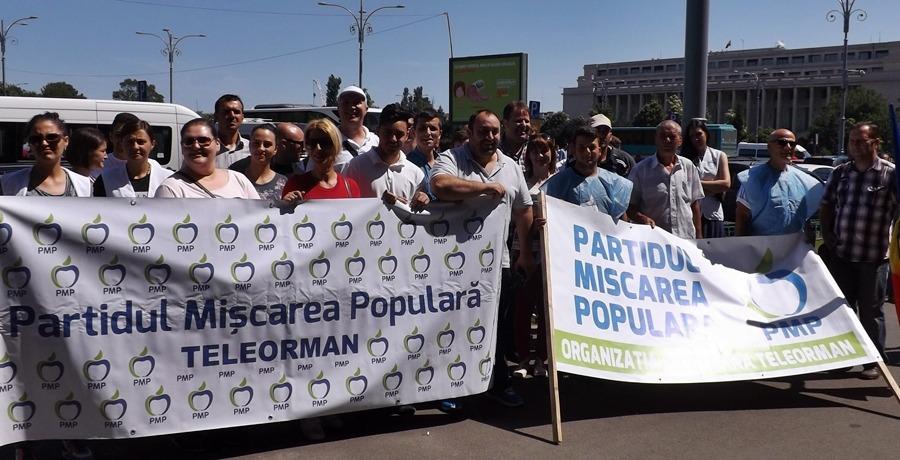 Liderii PMP Teleorman s-au adunat în Piaţa Victoriei pentru a cere demisia lui Victor Ponta.