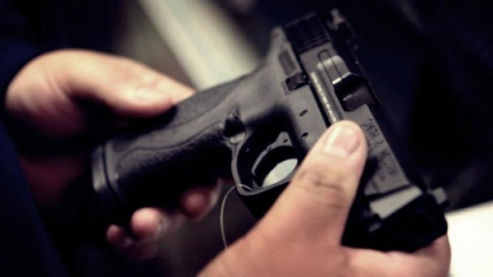 Un tânăr de 21 de ani din Teleorman, prins când voia să vândă un pistol