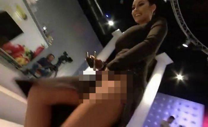 Cameramanul era sa faca infarct cand a vazut ca prezentatoarea nu are chiloti pe ea