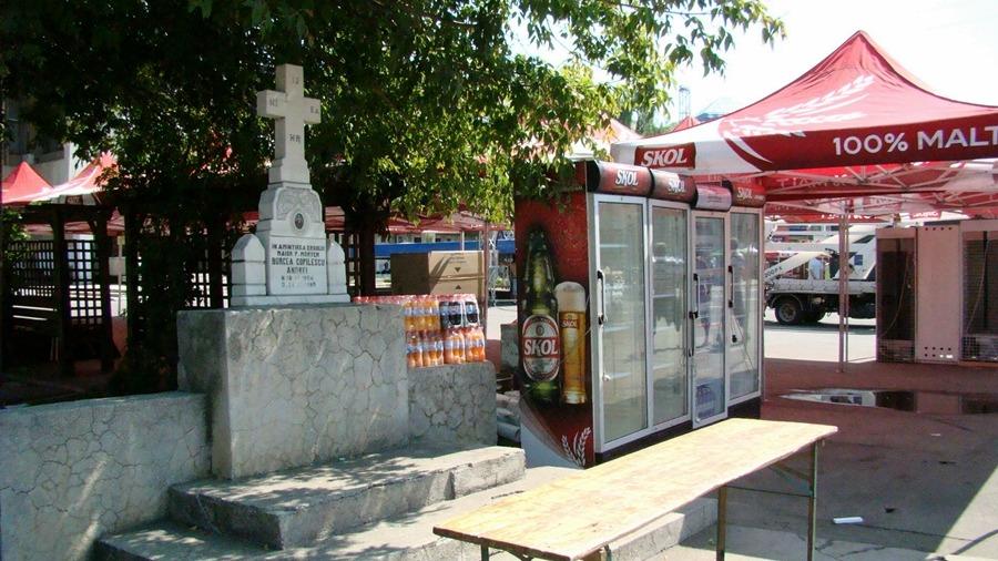 Alexandrenii, ŞOCAŢI   Mici şi bere în memoria decedaţilor
