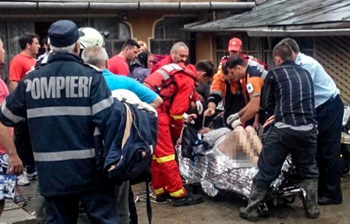 O femeie de 75 de ani a căzut în fântână