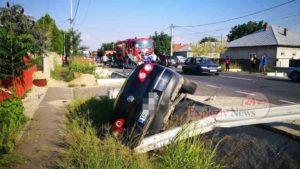 Accident pe DN6, la Nanov. Doua persoane au ajuns la spital